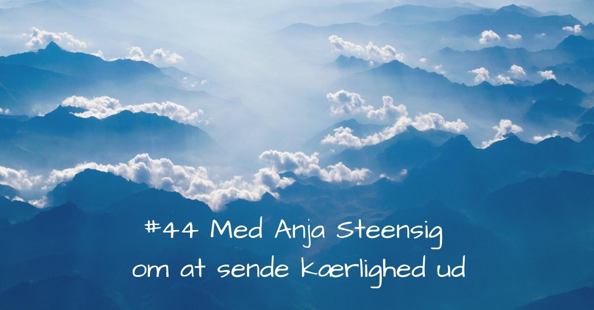 #44 Anja Steensig_ Mit arbejde er at sende kærlighed ud-2 kopi